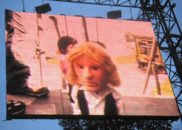 Beck - Rock En Seine 2006 - Puppet Live Camera - Photo by Arbo