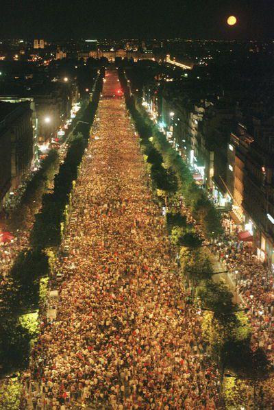 Elysées pour la Coupe du Monde 98 (800 000 personnes estimées