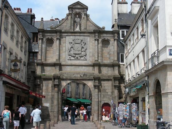 Le centre historique de vannes p r grinations d 39 yvon le for Porte de garage vannes