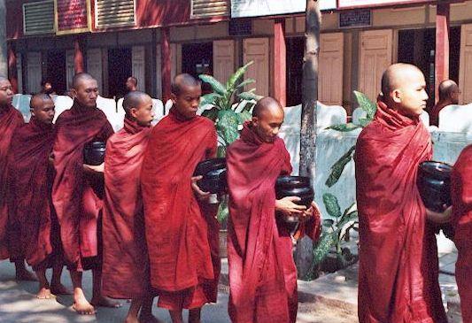 05-Shwenandaw-des-moines-au-d--jeuner.jpg