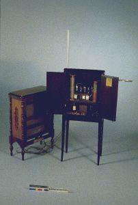 Un Theremin R.C.A. de 1929 - Photo Jean-Marc Anglès - Musée de la Musique