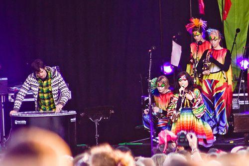 Concert de Björk lors de sa tournée Volta avec la Reactable (à gauche) - photo (c) olikristinn