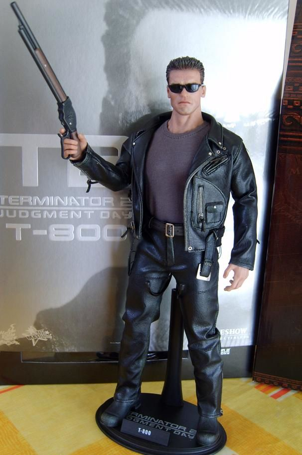 HOT TOYS T2 T-800 1