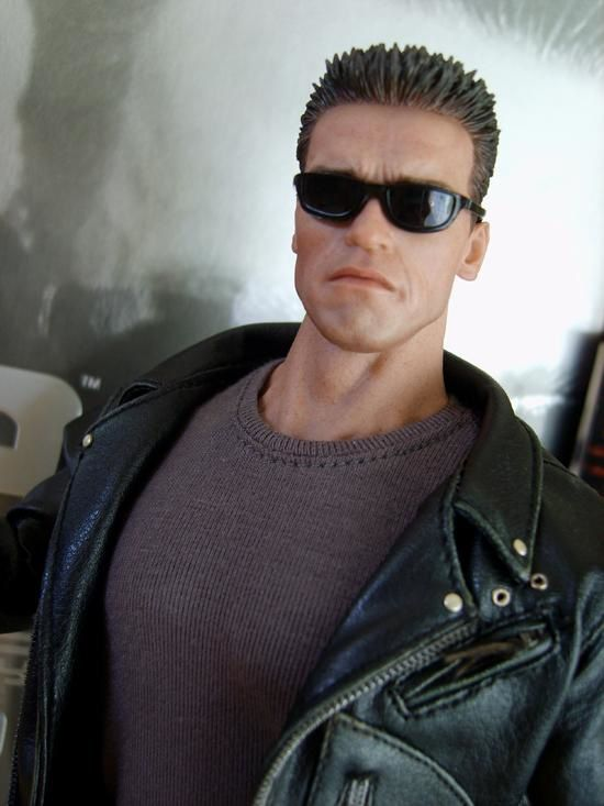 HOT TOYS T2 T-800 2