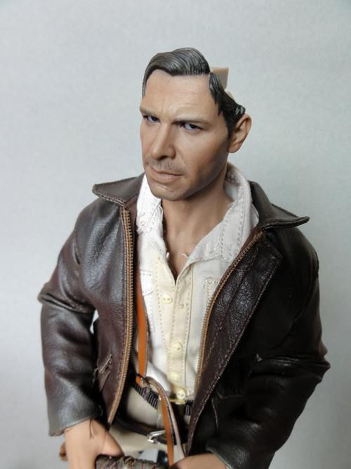 HOT TOYS INDIANA JONES PERS2