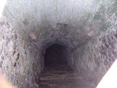 Un mystérieux souterrain au château de Gisors http://medieval-moyen-age.net