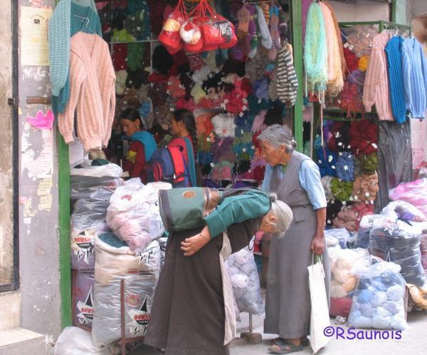 Femmes tibétaines au bazar