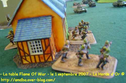 11---La-table-Flame-Of-War---le-1-septembre-2007---La-Horde-d-Or--.jpg