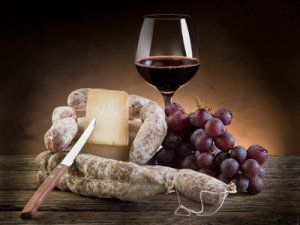 saucisson_fromage_vin_rouge_300.jpg