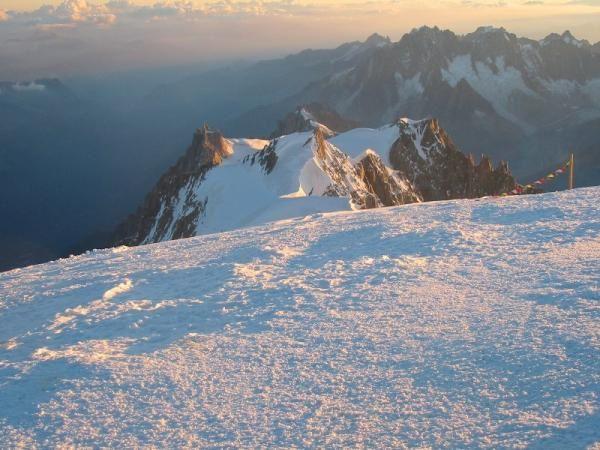 Mont Blanc : Lever de soleil sur le Mont Maudit - photo Guillaume Ledoux