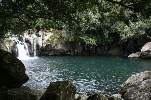 Chutes et cascades de La Réunion...     clic sur l'image = Zoom + défilement...   &#x3B;-))