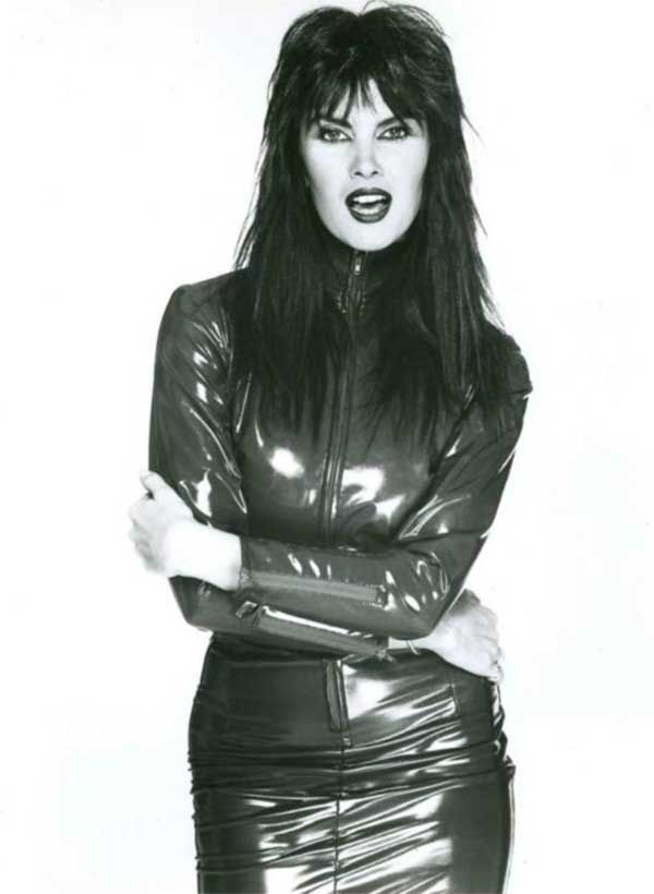 caroline-munro-dont-open-till-christmas-2