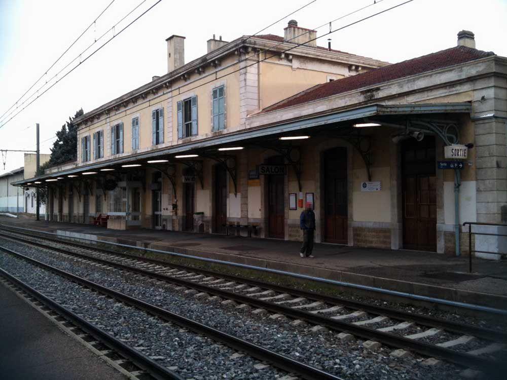 La gare de salon de provence le monde de stef for Gare routiere salon de provence