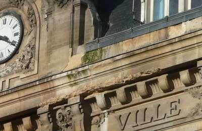 Le Raincy purge des façades de l'hôtel de ville