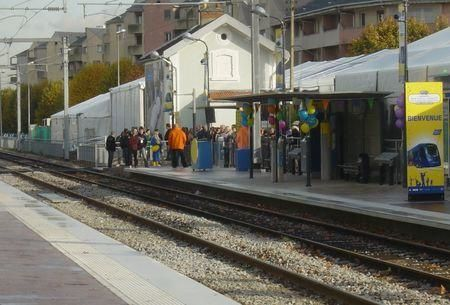 Photo Raincy-Nono : inauguration du tram-train à la gare de l'Abbaye repeinte de frais