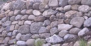 structure-de-mur-en-pierre-seche-digne-les-bains