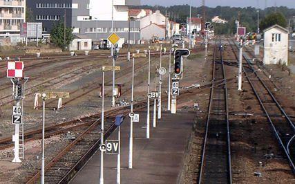 2005-la-roche-sur-yon-gare-voies-nantes-1v.jpg