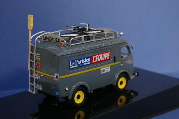vehicules miniatures le tour de france miniature et sa caravane. Black Bedroom Furniture Sets. Home Design Ideas