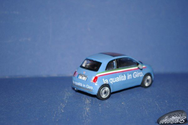 http://idata.over-blog.com/0/11/68/83/miniatures/po1/2010-Fiat-500-Qualita-in-Giro--3-.JPG