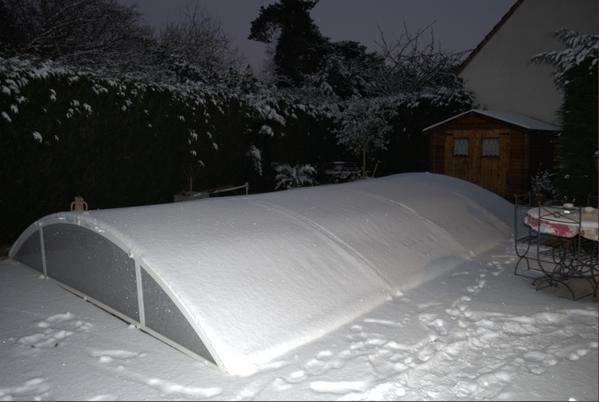 Abri sous la neige construction d 39 une piscine waterair for Abri piscine waterair