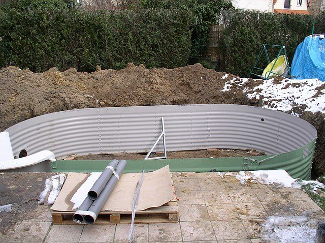 Assemblage des panneaux construction d 39 une piscine waterair for Construction piscine kit