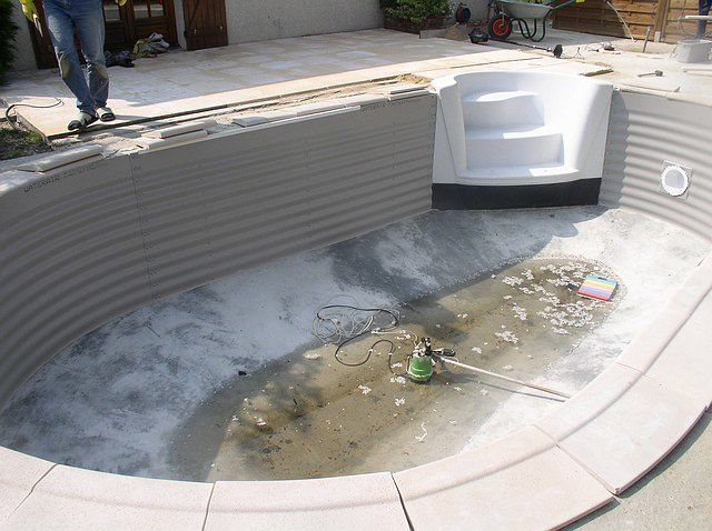 Pose de l 39 isoplan et du liner construction d 39 une piscine for Liner waterair