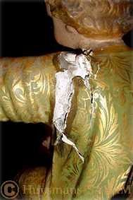 Détail d'une statue avant restauration: épaule - Arts et sculpture: sculpteurs, artisan s'art