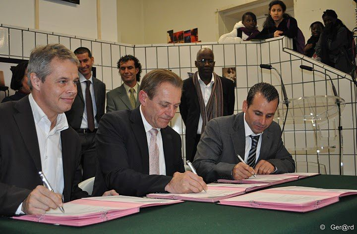 Signature-Accord-Cooperation-Sport-Cergy-Saffra-12-c-Ger-.jpg
