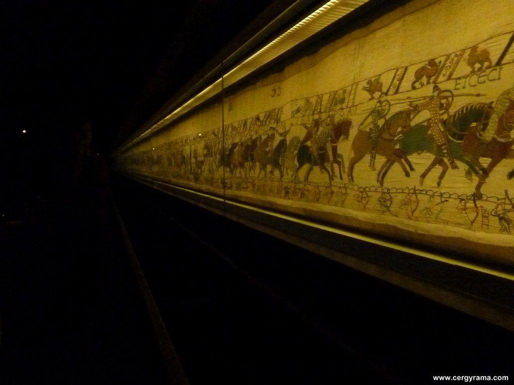 Bayeux le mus e de la tapisserie cergyrama for Comment enlever de la tapisserie