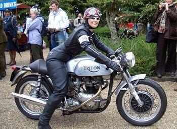 C'est peut-être qu'avant tout, un café-racer c'est l'esprit motard