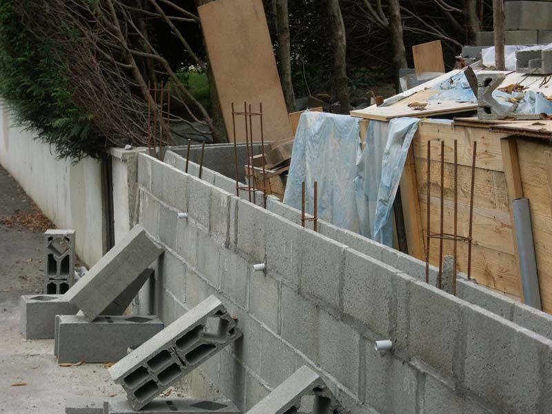 Cr ation d 39 un mur de sout nement enceintes diy et meubles diy - Comment construire un mur de soutenement en bois ...