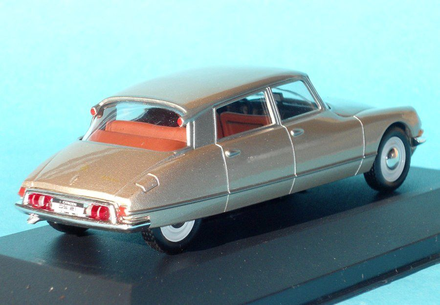 Citroen ds21 1 1 s rie miniatures presse for Altaya ds 21