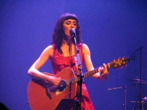 La Grande Sophie : une guitare à la main elle est inarrêtable !