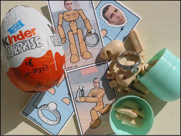 kinder_surprise_demande_mariage_Lori-and-Matthew-bague.jpg