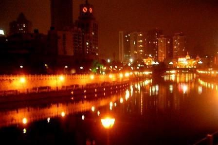 Les quais de Guiyang by night