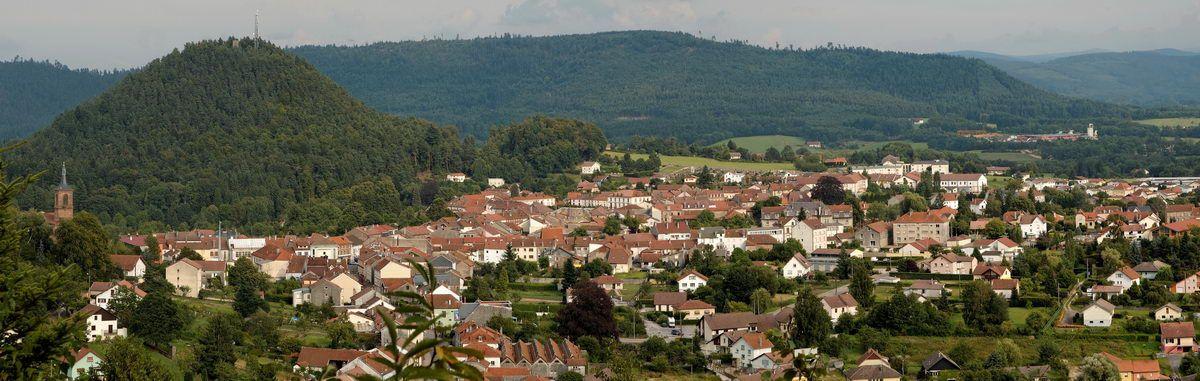 Le Mirador au sommet de l'Avison, la Pointe de l'Helledraye, la Roche de Fouchon, les Roches de Pointhaie, la Roche de Buémont, autant de sites pour ne citer que les principaux qui permettent de réaliser des photos panoramiques sur la ville de BRUY