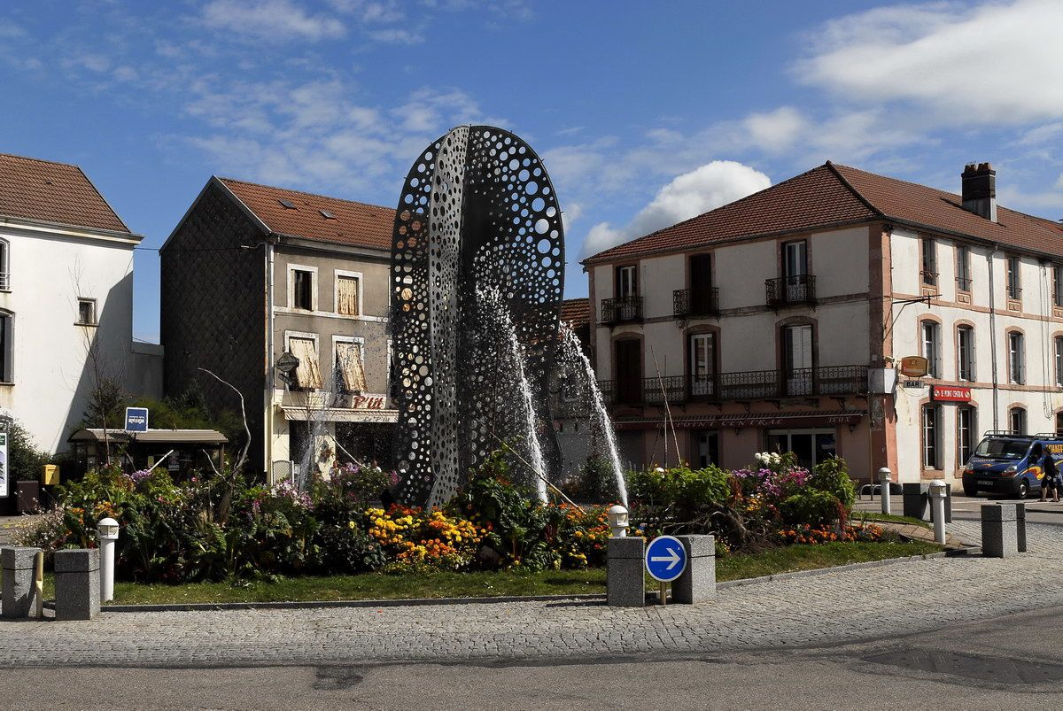 Photographies de Bruyères prises en ville ou aux abords de la ville.