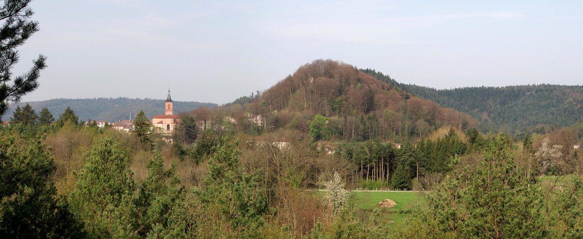 Photographies du parcours sportif de la petite Avison et du point de vue en direction de l'Eglise et du château de Bruyères.