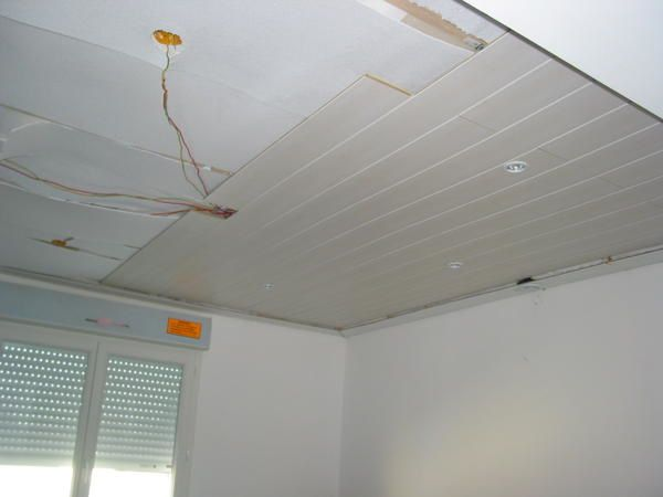Les travaux construction d 39 une maison individuelle for Pose d un plafond en lambris pvc