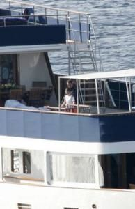 yacht-sarko.jpg