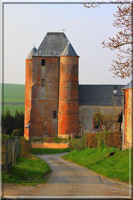 Certains châteaux forts envient le donjon de cette église