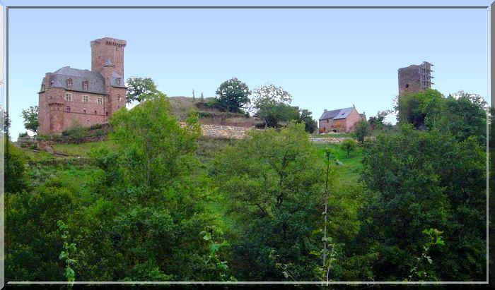 Incroyable !.. Une colline avec 2 châteaux