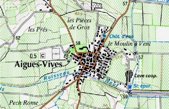 Au centre, le village comporte une voie circulaire