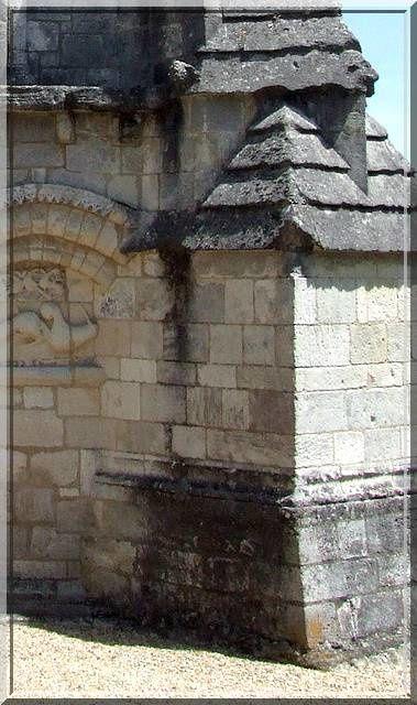 http://idata.over-blog.com/0/23/09/69/chateau/16-17-79-86/16-charente/berneuil_eglise/berneuil-44.jpg