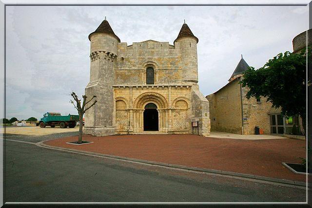 Est ce la plus belle église fortifiée de France ?