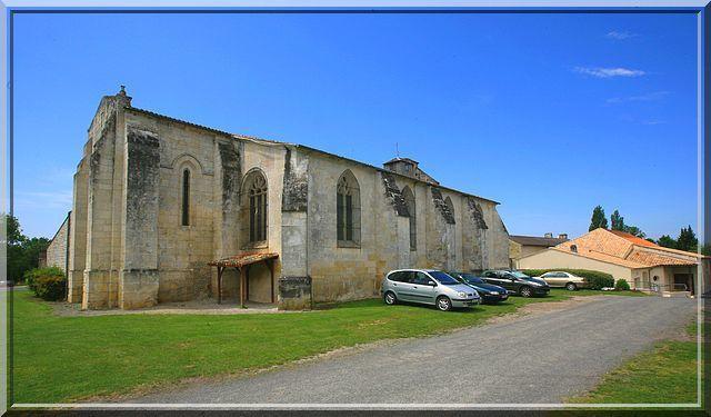 Voyez vous une église fortifiée ?