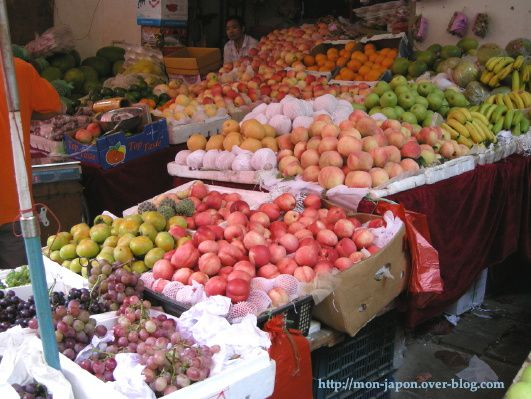 vitrine-Chine-9c-fruits.jpg
