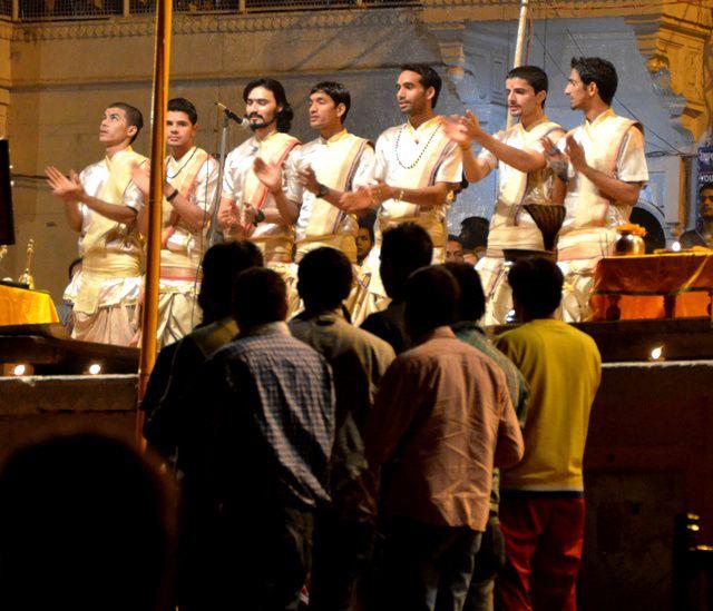 2027_Varanasi-ghats-soir.jpg