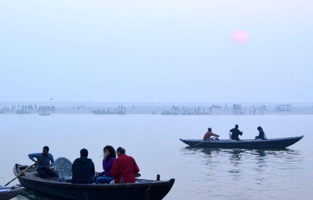 2125_Varanasi-ghats-lever-soleil.jpg
