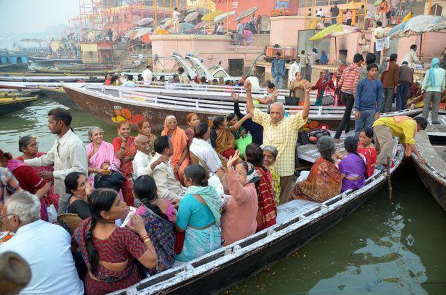 2145_Varanasi-ghats-lever-soleil.jpg